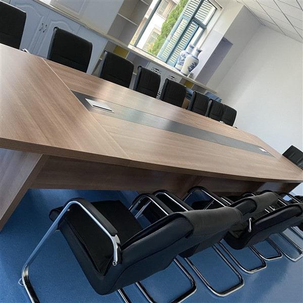 Ghế chân quỳ luôn là sự lựa chọn hàng đầu trong không gian hội họp, văn phòng