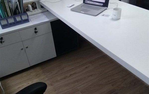 Những kiểu bàn làm việc chân sắt tĩnh điện được ưa chuộng trên thị trường